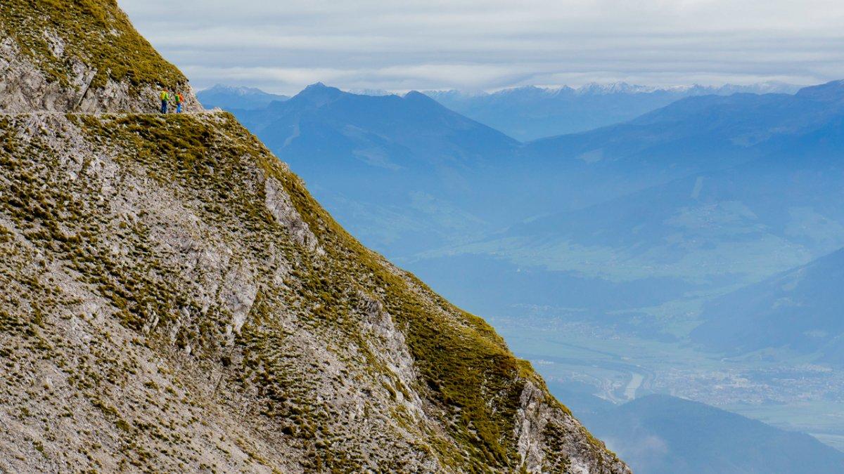 La Voie de l'Aigle : le sentier Goetheweg qui domine la vallée de l'Inntal, © Tirol Werbung