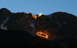 Les feux du solstice d'été illuminent la Nordkette d'Innsbruck, © Christian Wührer
