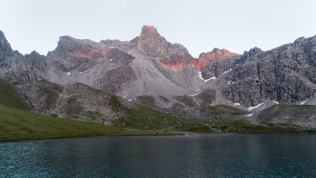 Le lac de Steinsee dans son splendide décor montagneux
