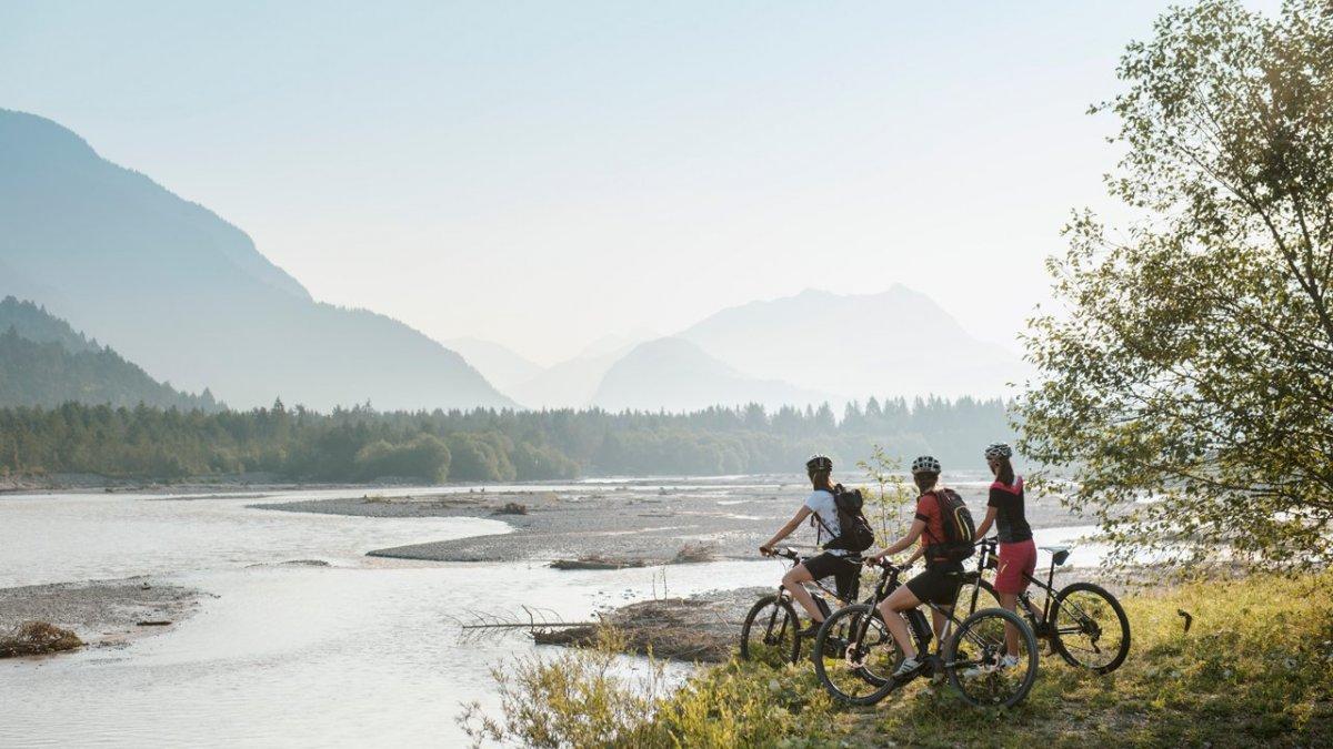 4 étapes faciles s'étirant sur les 52 kilomètres séparant Reutte de Steeg permettent de découvrir le parc naturel autrement. Faisables aussi en une journée., © Naturparkregion Lechtal-Reutte