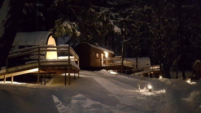 Une ambiance magique dans la neige, © Ferienparadies Natterer See