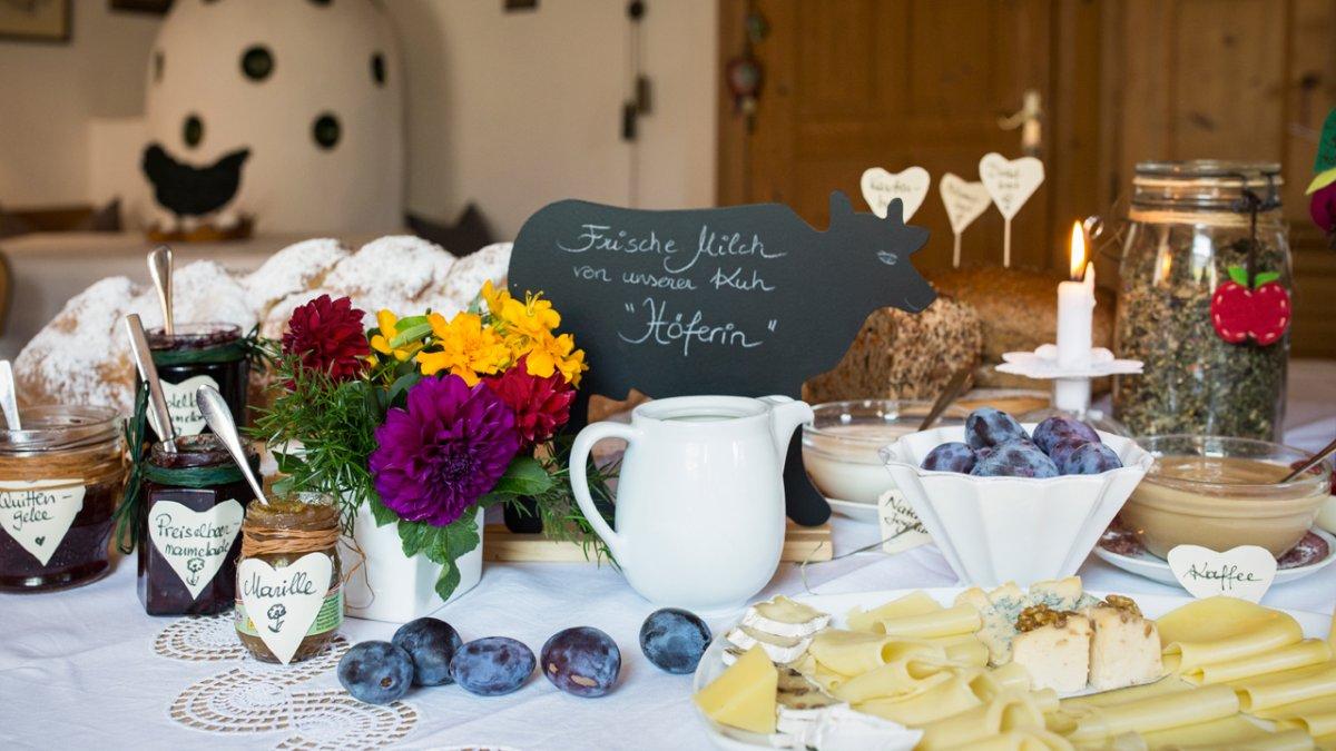Confiture, yaourts et lard faits maison, © Tirol Werbung/Lisa Hörterer
