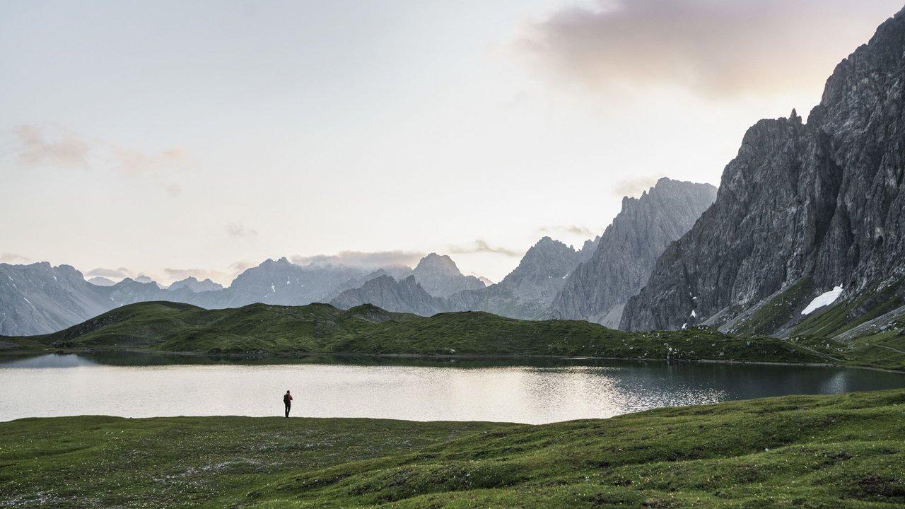 Le lac de Steinsee sur le Lechtaler Höhenweg, © Tirol Werbung / Schels Sebastian