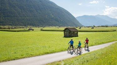 La piste cyclable Gurgltal Radweg entre Imst et Nassereith, © Tirol Werbung/Frank Bauer