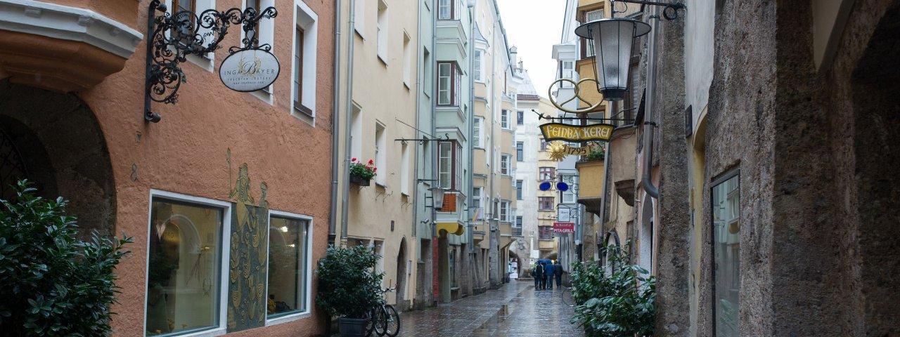La vieille ville d'Innsbruck sous la pluie, © Tirol Werbung/Ruth Wytinck
