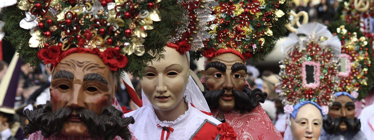"""Le défilé du carnaval d'Imst, le fameux """"Imster Schemenlaufen"""", © Tirol Werbung/Bernhard Aichner"""