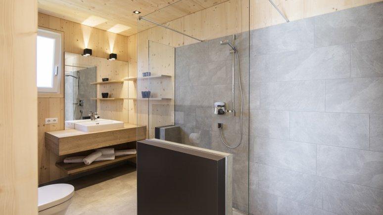 Maison de vacances au glacier de Stubai : Haus Dorf, la salle de bain, © Andre Schönherr