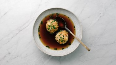 "Les ""Speckknödel"" ou boulettes au lard tyroliennes, © Tirol Werbung / Kathrin Koschitzki"