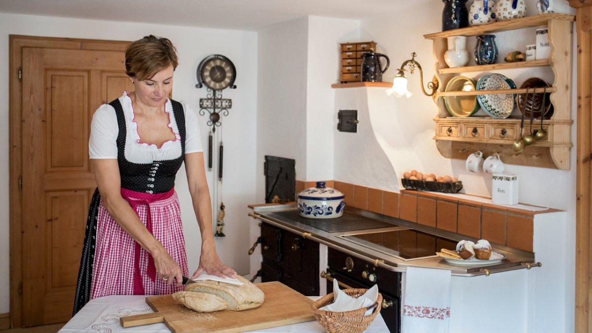Ses talents de cuisinière sont connus. Sa spécialité : la brioche tressée, © Tirol Werbung/Lisa Hörterer