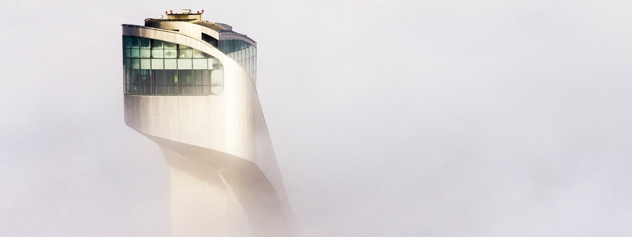 Tremplin de Bergisel dans par temps de brouillard, © TVB Innsbruck - Robert Müller