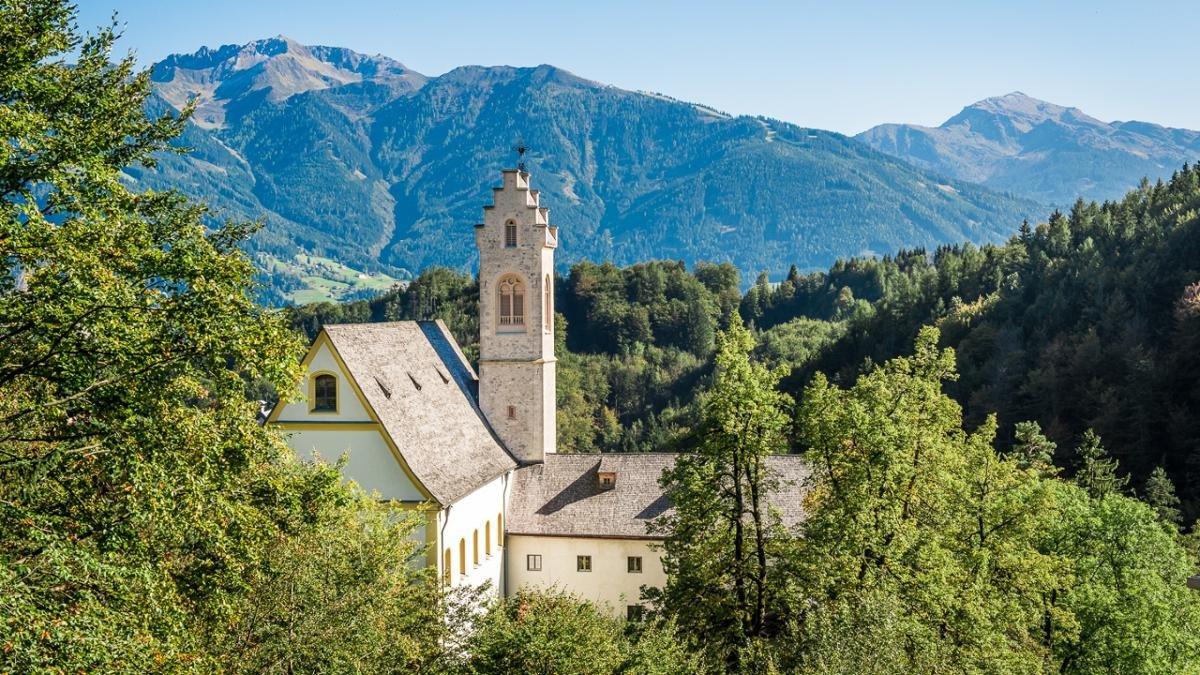 C'est en mugissant que le torrent de Stanser Bach se fraye un chemin à travers les imposantes gorges de Wolfsklamm. Un spectacle que l'on admire depuis un chemin de randonnée qui, partant de Stans, remonte les gorges jusqu'à l'église de pèlerinage de St. Georgenberg et son monastère rupestre., © Silberregion Karwendel
