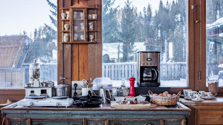 Buffet du petit-déjeuner avec vue sur le chalet Angerer Alm, © Thomas Plattner