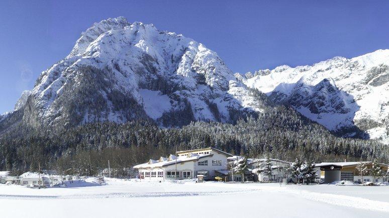 Camping hivernal au pied de la montagne, © TIROL.CAMP Leutasch
