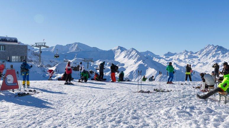 Faire du ski à Ischgl, © Tirol Werbung/W9 STUDIOS