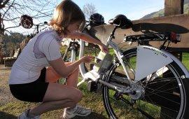 Changement de batterie sur un vélo électrique, © Hannes Dabernig