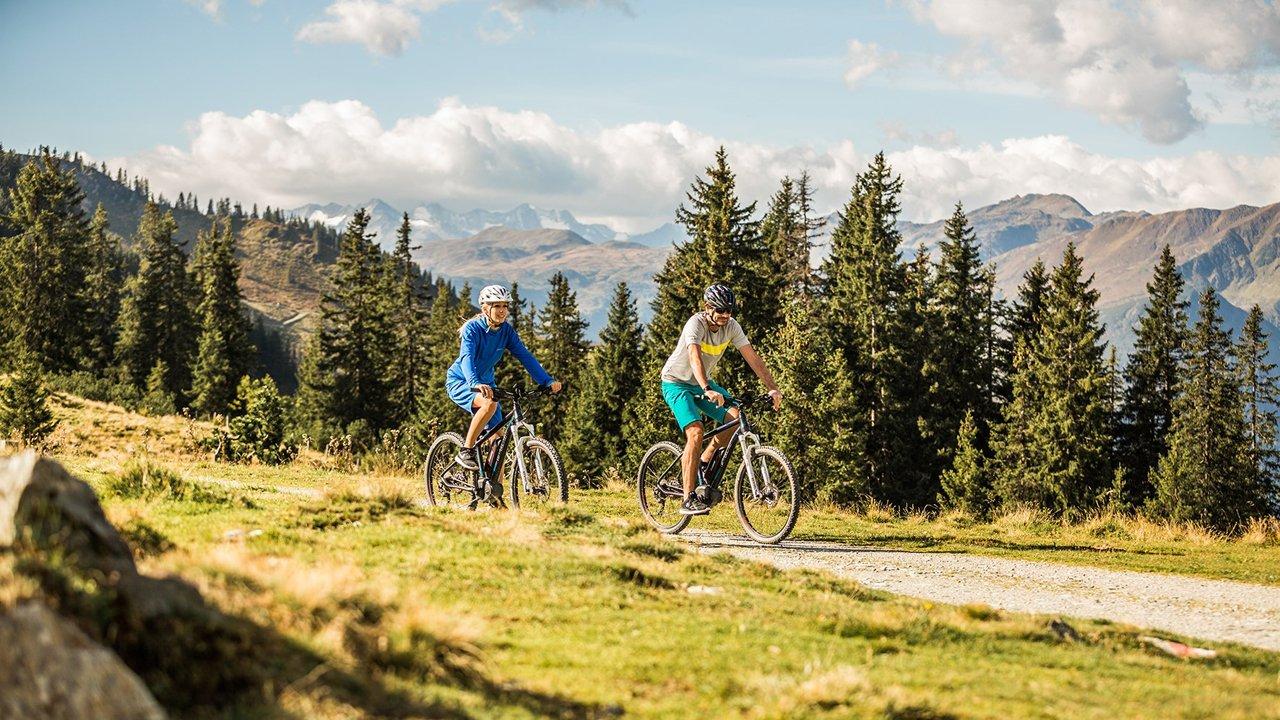 Entraînement à la technique de conduite d'un vélo électrique avec Kurt Exenberger de la Bikeacademy, © Kitzbüheler Alpen@Mirja Geh-eye5