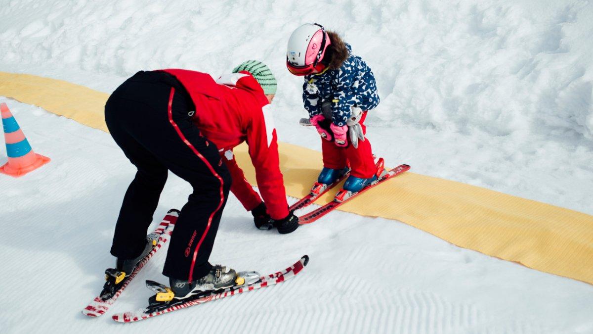 A chacun son rythme d'apprentissage. Les moniteurs savent s'adapter à la personnalité de l'enfant pour lui apprendre le ski., © Tirol Werbung / Fritz Beck