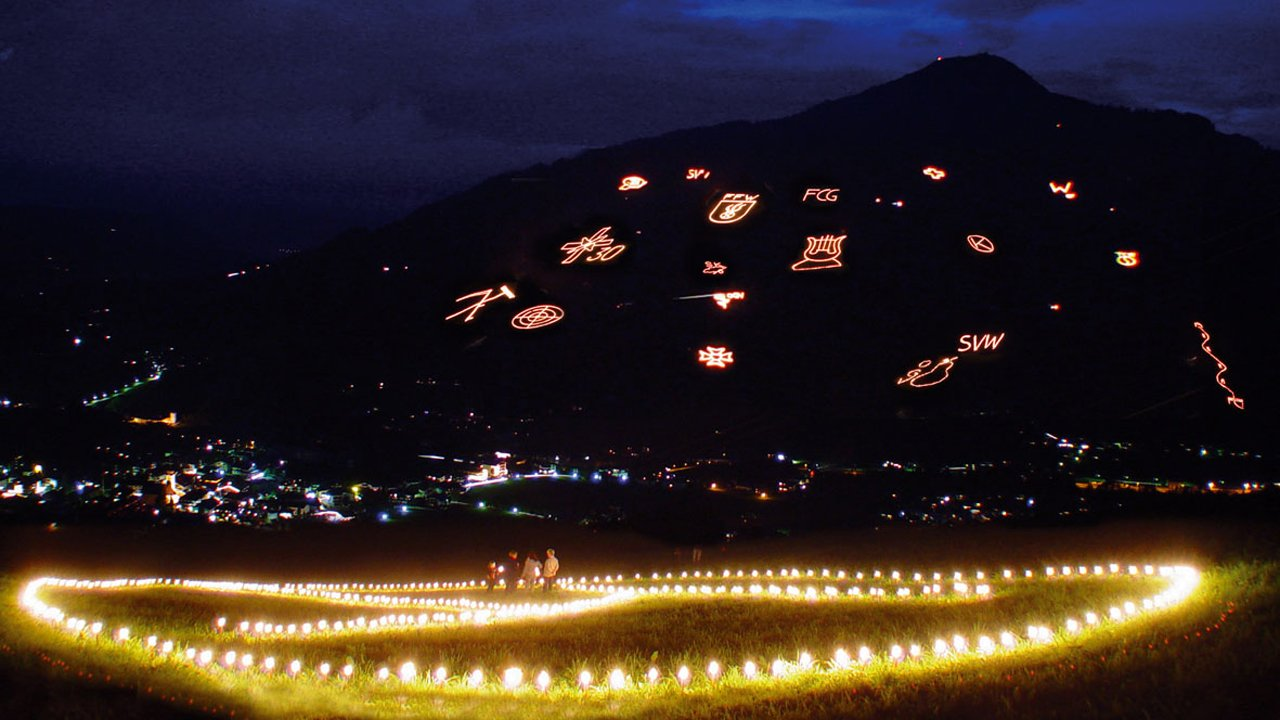Les feux du solstice d'été illuminent les montagnes de la Brixental, © WKBT
