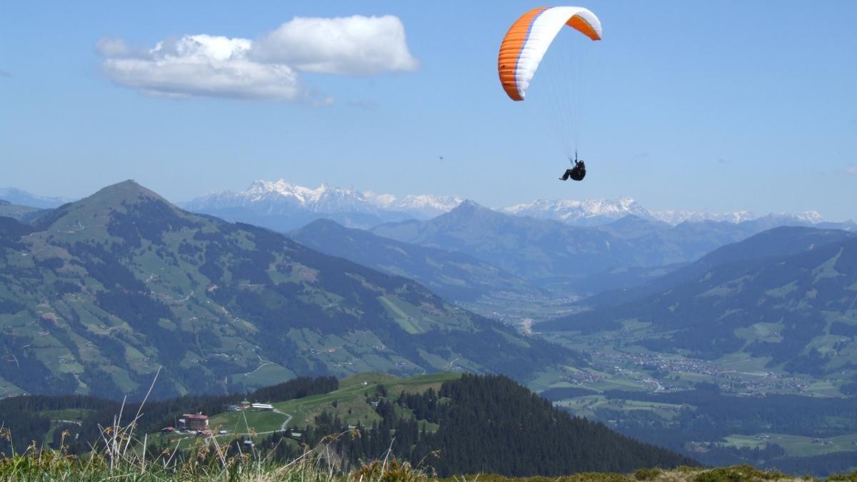 Le premier des quatre villages paroissiaux se situe à l'entrée de la vallée de la Wildschönau. Il est considéré comme un paradis du parapente et du deltaplane., © Wildschönau Tourismus