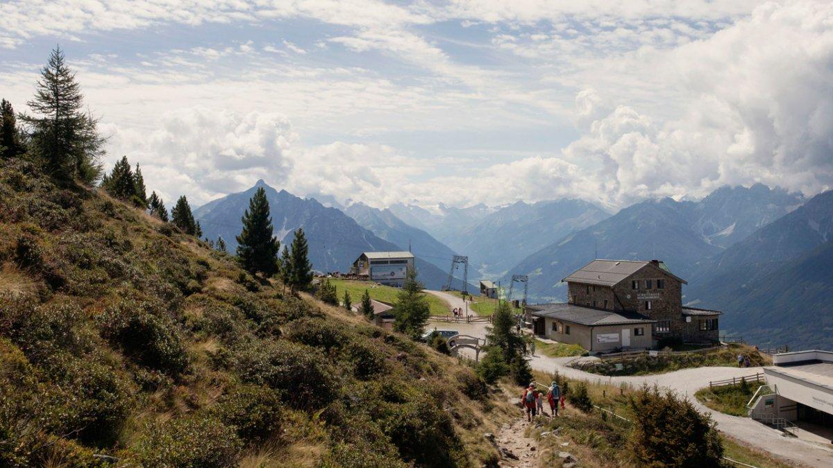 "La Voie de l'Aigle : le chemin du pin cembro ""Zirbenweg"" sur la montagne Patscherkofel, © Tirol Werbung"