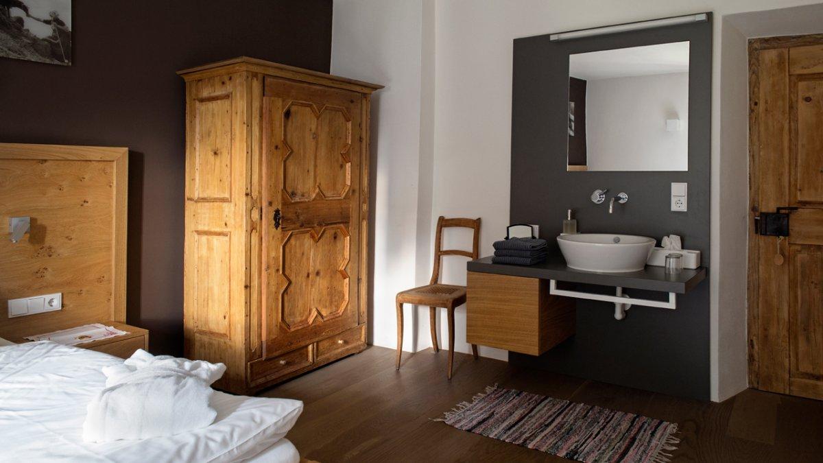 L'appartement dans cette ferme vieille de 800 ans est maintenant très moderne, © Tirol Werbung/Lisa Hörterer