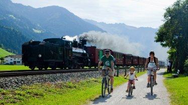 Piste cyclable dans la vallée de Zillertal, © Zillertal Tourismus/Florian Schneider