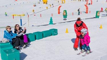 A chacun son rythme d'apprentissage. Les moniteurs savent s'adapter à la personnalité de l'enfant pour lui apprendre le ski, © Tirol Werbung/Robert Pupeter