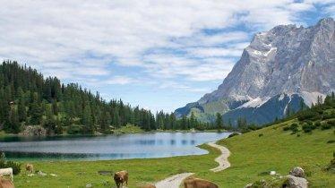 Le lac Seebensee, à l'arrière-plan la Zugspitze, © Tirol Werbung/Markus Jenewein