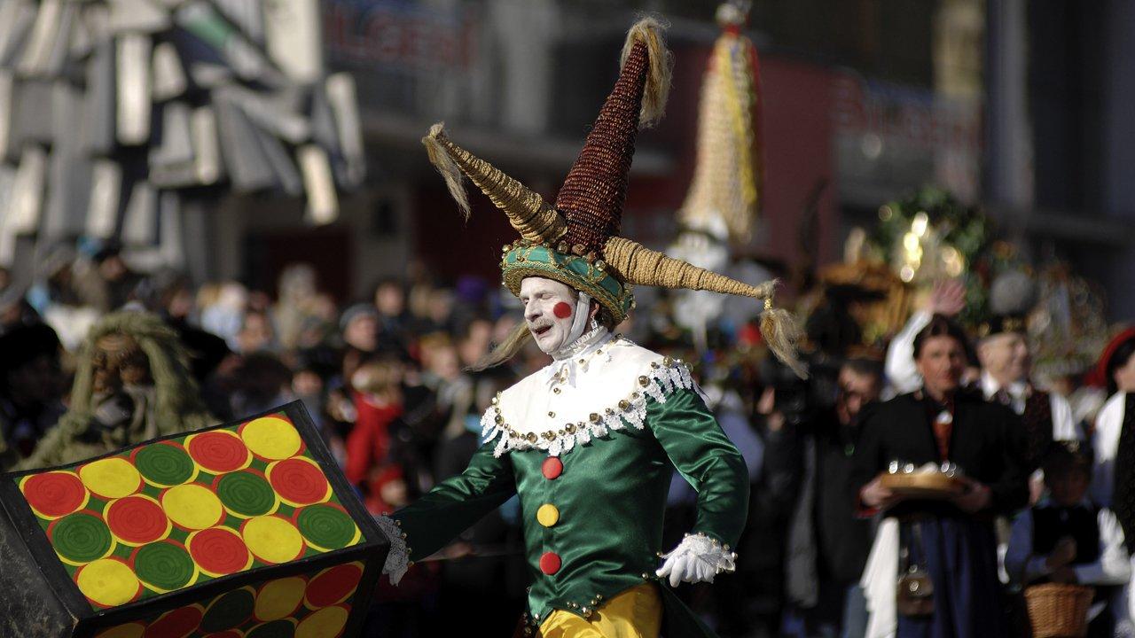"Le ""Schleicherlaufen"", le fameux défilé du carnaval de Telfs, © Tirol Werbung/Bernhard Aichner"