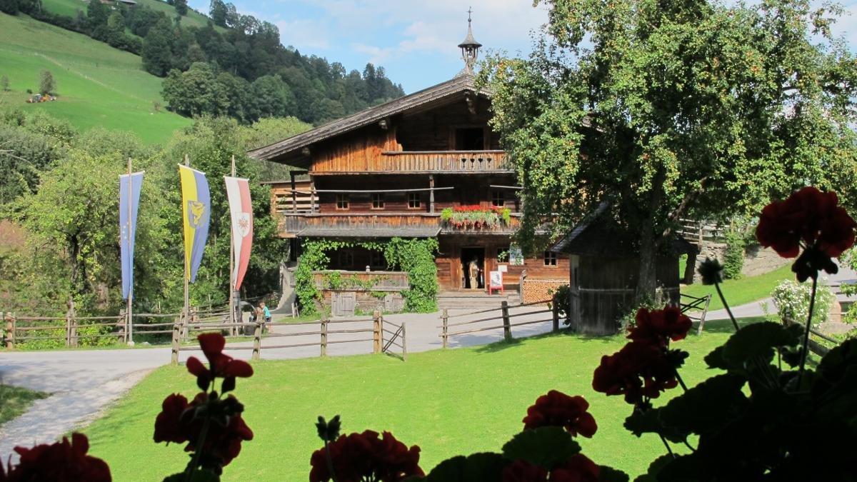 À mi-chemin entre Niederau et Oberau, principal village de la vallée, se trouve le musée de l'agriculture de montagne z'Bach. Là, on apprend par exemple que le berceau familial des Hörbiger, célèbre dynastie de comédiens, fut la Wildschönau., © Wildschönau Tourismus