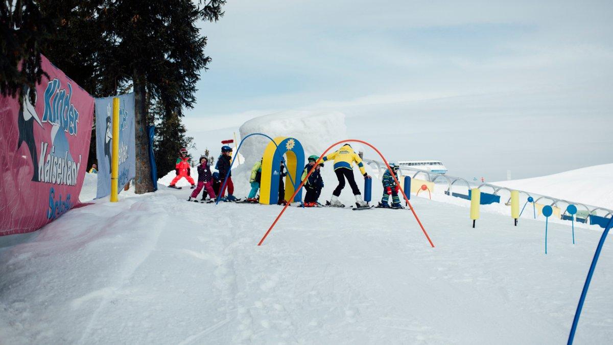 Chaque école de ski dispose de son propre royaume des enfants avec tapis magique et infrastructure d'apprentissage., © Tirol Werbung/Fritz Beck