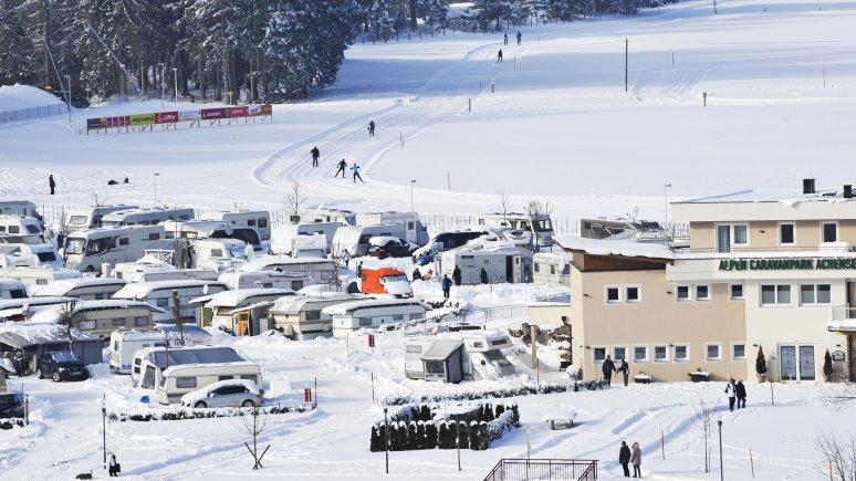 Camping juste à coté d'une piste de ski de fond, © Alpen Caravan Park Achensee