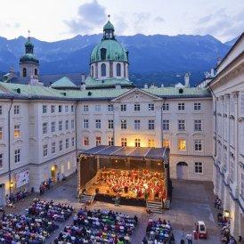 Orchestre dans la cour du palais impérial d'Innsbruck, © TVB Innsbruck / Christof Lachner
