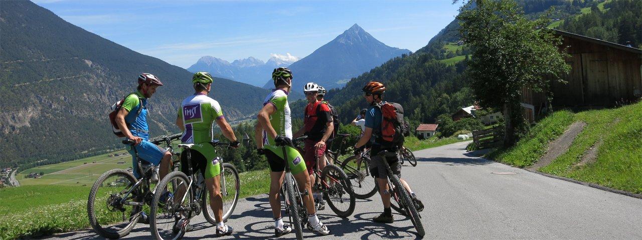 L'imposante Tschirgant en arrière-plan, © Tirol Werbung/Esther Wilhelm