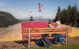 """Trampoline géant au parc d'aventure """"Timoks Alm"""" à Fieberbrunn, © Tirol Werbung/Robert Pupeter"""