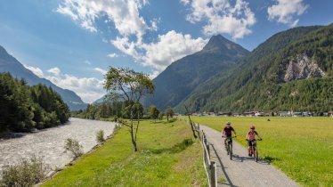 Piste cyclable de la vallée d'Ötztal le long de la rivière Ötztaler Ache, © Ötztal Tourismus/Lukas Ennemoser