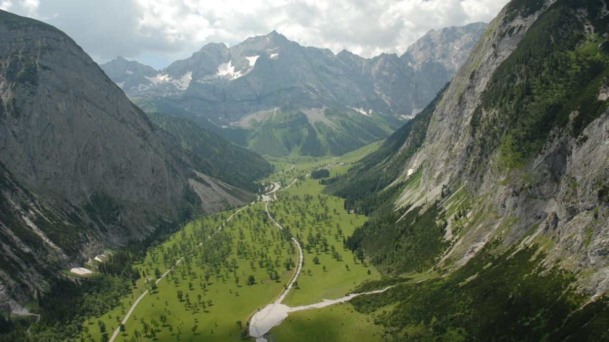Au cœur du parc naturel du Karwendel, entourés de parois majestueuses, se dressent 2 000 érables parfois âgés de plus de 500 ans. Le grand Bois d'érables se situe dans l'Eng, sur un haut plateau à 1 200 mètres d'altitude. Et il est sensationnel en toutes saisons., © Alpenpark Karwendel/G.Haslwanter