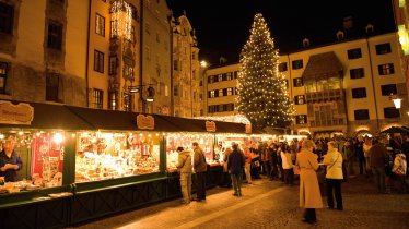 Le marché de Noël dans la vieille ville d'Innsbruck, © Tirol Werbung/Laurin Moser