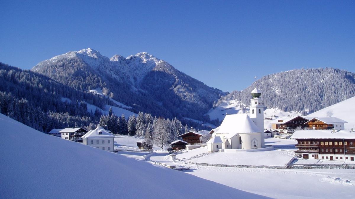 La manière la plus sympathique de rejoindre le plus haut village des Alpes de Kitzbühel est assurément le petit train de la Wildschönau – la meilleure des occasions de contempler le paysage de carte postale sereinement et en prenant tout son temps., © Wildschönau Tourismus