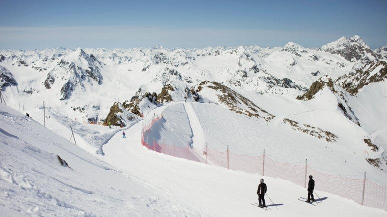 Faire du ski au glacier de Pitztal, © Tirol Werbung/Kathrein Verena