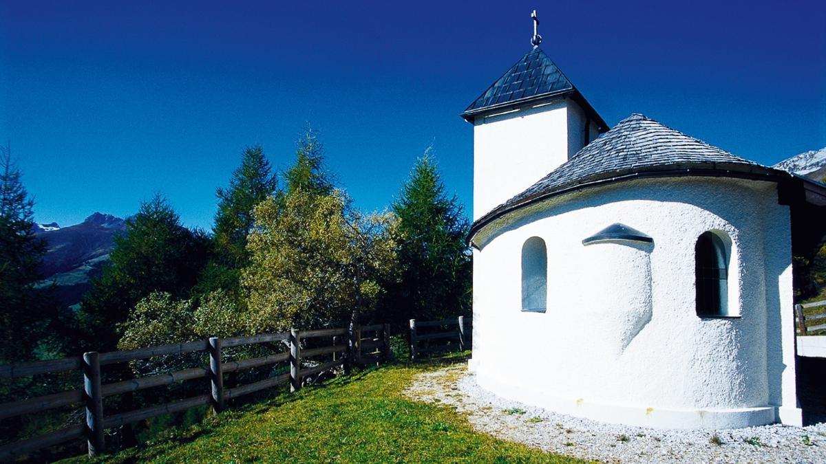 Des années 20 à 1976, de la magnésite a été extraite à Tux. La chapelle Sainte-Barbe, dédiée à la sainte patronne des mineurs, y a été construite selon les plans de Hubert Prachensky et ornée de fresques par Max Weiler., © Tux-Finkenberg